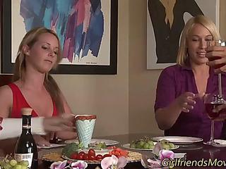 Teenage les eats out vag