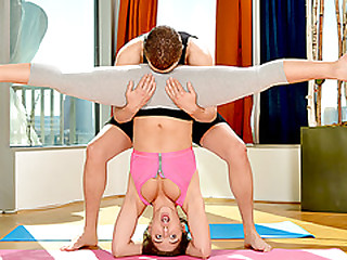 Abella Danger rubble just about anal fucked apart from a pervy yoga tutor
