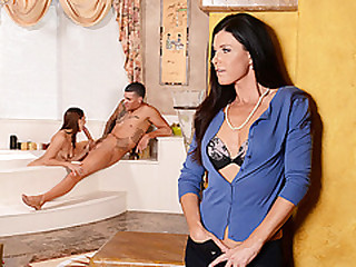 Hot stepmom India Summer guides eradicate affect lover in oral sex in threeway sex