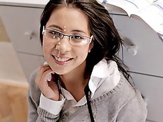 Flirty schoolgirl Paula gets facialed