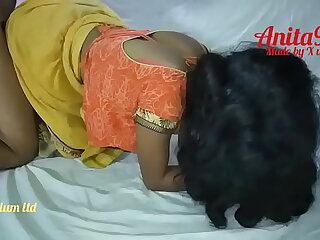 Indian Anita bhabi ko kuteya banaker choda yellow saree me